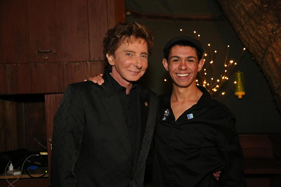 +Senior+Anthony+Castelli+poses+with+one+of+his+idols%2C+Barry+Manilow.+For+Castelli%2C+meeting+Manilow+was+a+dream+come+true+as+well+as+an+opportunity+to+further+his+career.