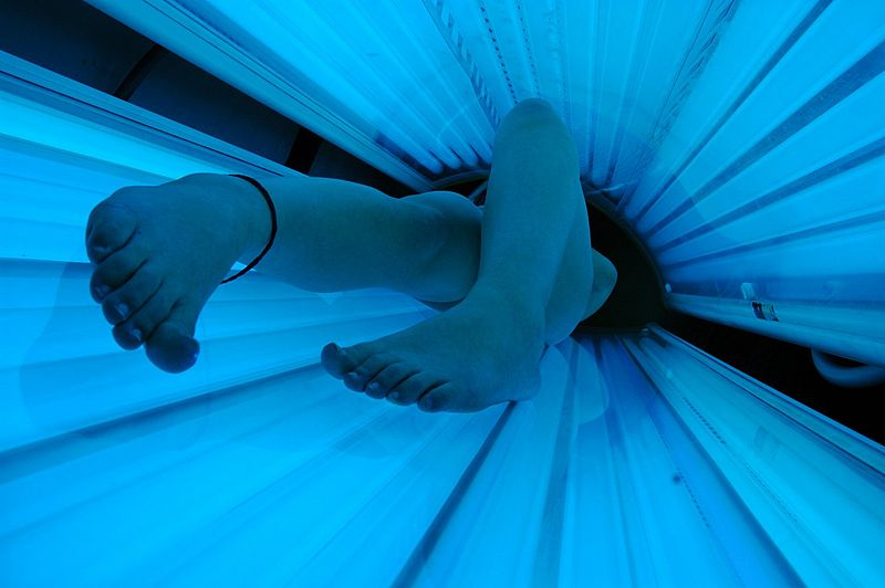 A+tanning+bed+in+use.