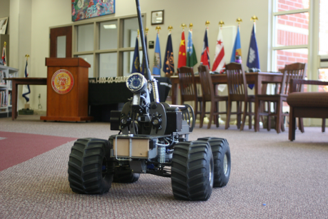 Students see military robots in action