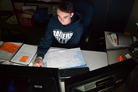 Freshman has online graphic design business