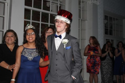 Landslide vote crowns unlikely Prom King