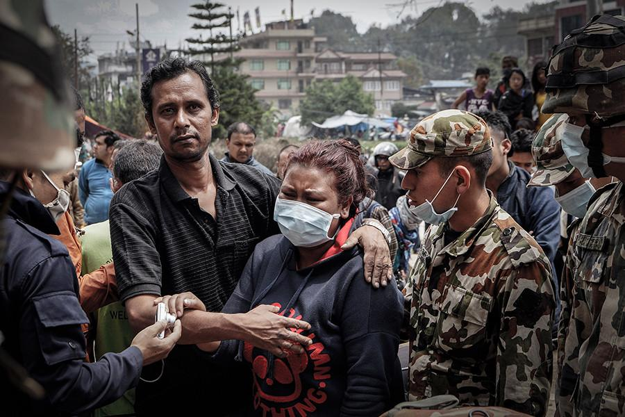 While earthquake shakes Nepal, pop news dominates