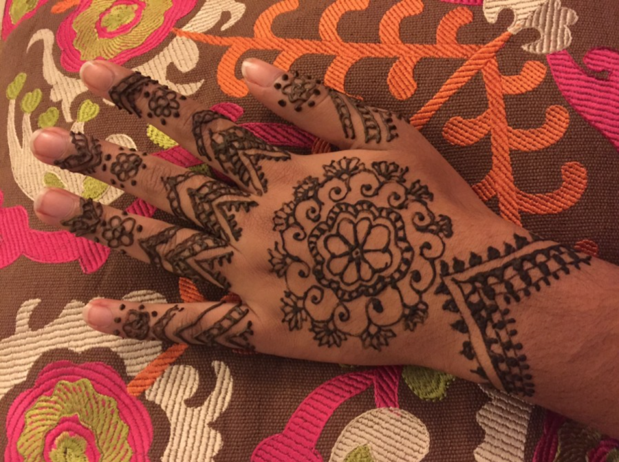 Henna+holds+a+sacred+spot+in+hearts+and+on+hands