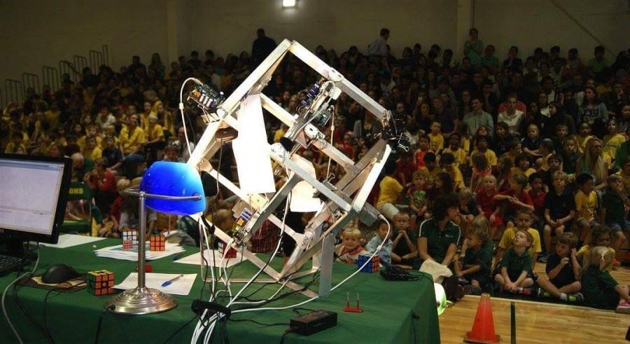 Senior+Zack+Gromko%E2%80%99s+robot+solves+Rubik%E2%80%99s+Cube%3B+breaks+Guinness+World+Record
