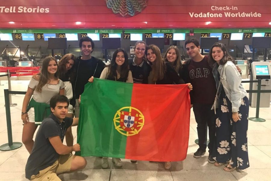 Portuguese+senior+exchange+student+Ines+Alpendre+waits+with+her+friends+at+the+airport+in+her+home+country.+%E2%80%9CMeeting+new+people+makes+me+not+miss+my+friends+that+much%2C%E2%80%9D+Alpendre+said.+