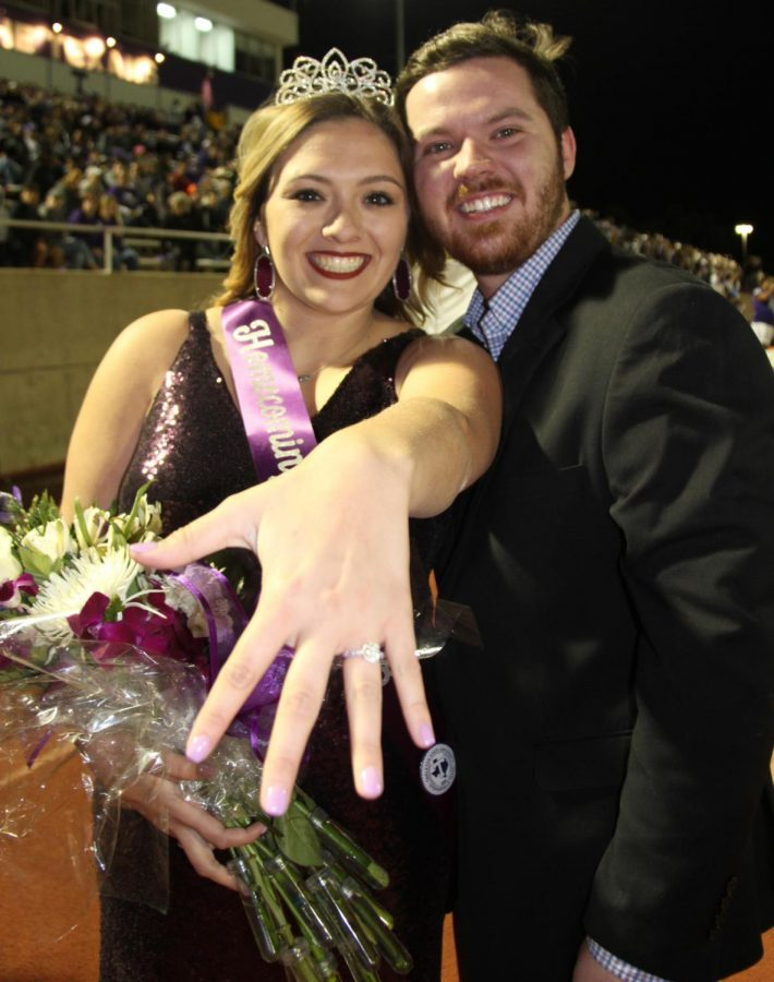 2016 Homecoming King proposes to 2018 Homecoming Queen