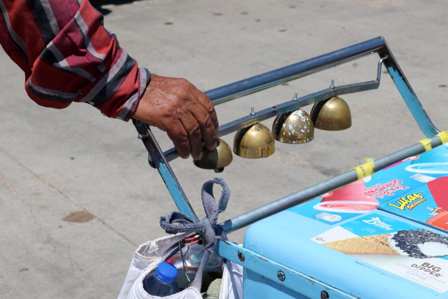 A+paletero%27s+hands+are+never+far+from+the+bells+that+call+out+to+customers.+Liberal+has+a+long+tradition+with+selling+Mexican+ice+cream+from+a+push+cart%2C+just+like+in+Mexico.