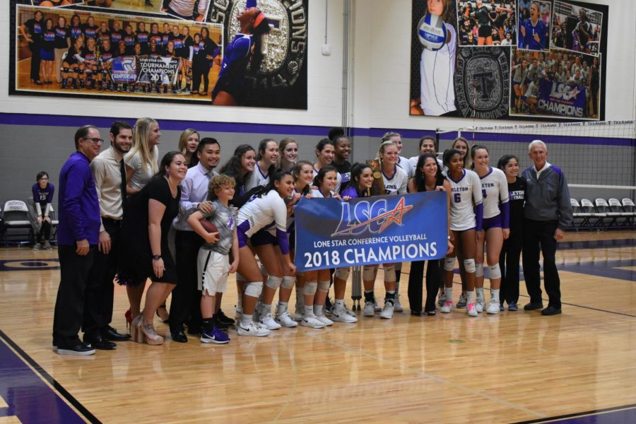 The+Tarleton+TexAnn%27s+pose+with+their+2018+LSC+banner+after+the+Senior+game+against+Cameron+University+on+Oct.+26+in+Wisdom+Gym.+