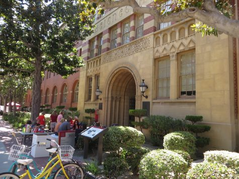 Pictured above is the University of Southern California. Influential Youtuber and social media presence Olivia Jade Giannulli was admitted to USC after her family placed bribes with the crew team to illegitimately list Giannulli as a recruited athlete.