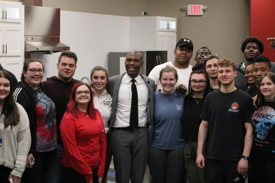Robert+Morris+University+President+Dr.+Christopher+Howard+hosts+%22Pizza+with+the+President%22+in+order+to+connect+more+with+student+body.+Photo+Credit%3A+%28RMU+Sentry+Media%2FMegan+Shandel%29