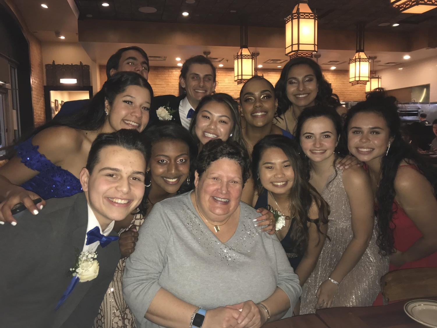 The mystery woman in the middle paid for the prom dinner for all 11 CHS students around her.
