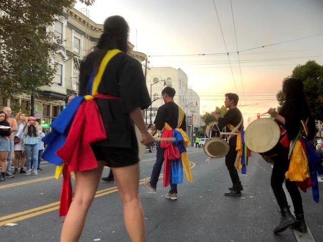 Korean+drummers+take+over+Valencia+Street+to+perform+in+solidarity+with+protesters+from+five+years+earlier.