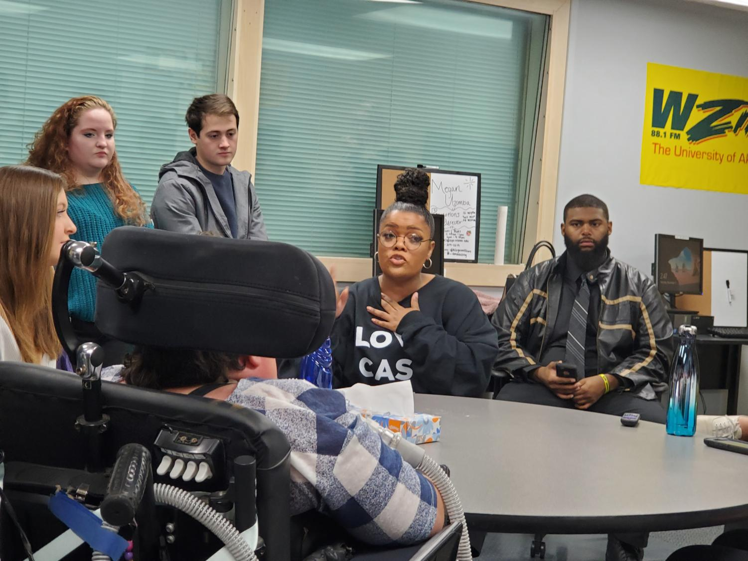Yvette Nicole Brown told students to build a foundation under themselves in order to stay stable when they make it big.
