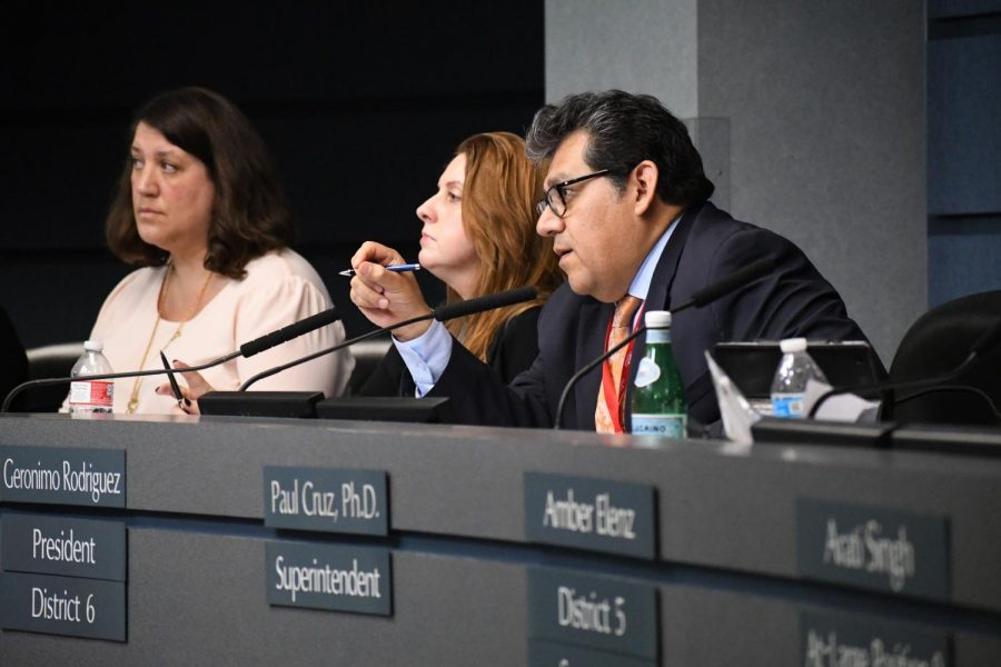 AISD+board+president+Geronimo+Rodriguez+moderates+the+public+comments+during+the+board+meeting+on+Aug.+28%2C++which+included+defenders++and+critics+of+the+new+sex-ed+curriculum.++On+Oct.+22%2C+the+board+unanimously+passed+the+new+curriculum.+Parents+can+fill+out+an+opt-out+form+for+their+child+to+be+excused+from+attending+sexual-education+classes.+Photo+by+Bella+Russo.+