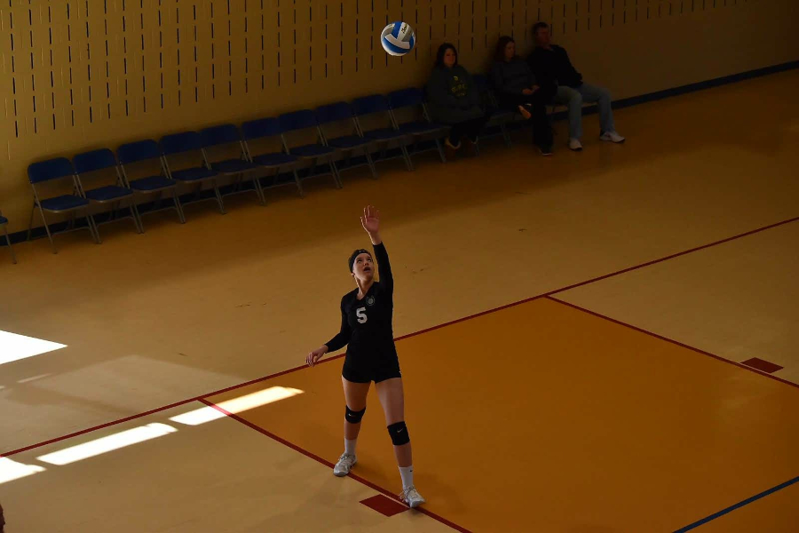 B-A+senior+Bella+Kies+has+played+travel+volleyball+with+the+Horseshoe+Volley+Ball+Club+throughout+high+school%2C+and+it+improved+her+game+enough+to+allow+her+to+compete+on+the+next+level.