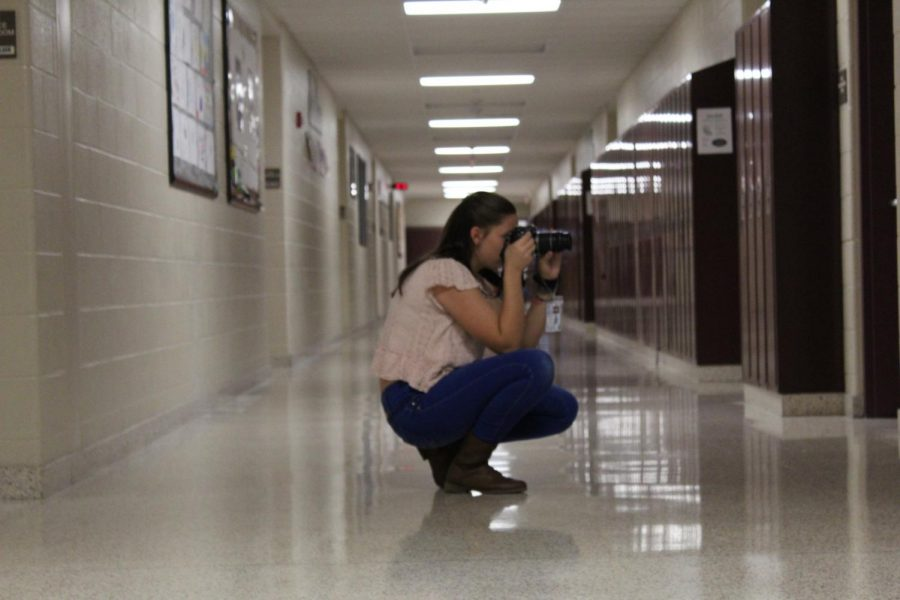 Student+reporter+Danielle+Bardelang+takes+photographs+for+an+upcoming+story+on+Livewire.+Junior+high+news+reporters+take+photos+and+write+stories+for+the+school%27s+newspaper.