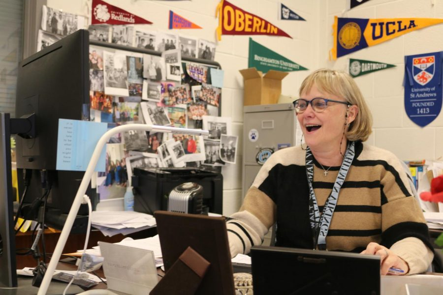 'Super'-coordinator Anne Hutchens leads senior class in college admissions process