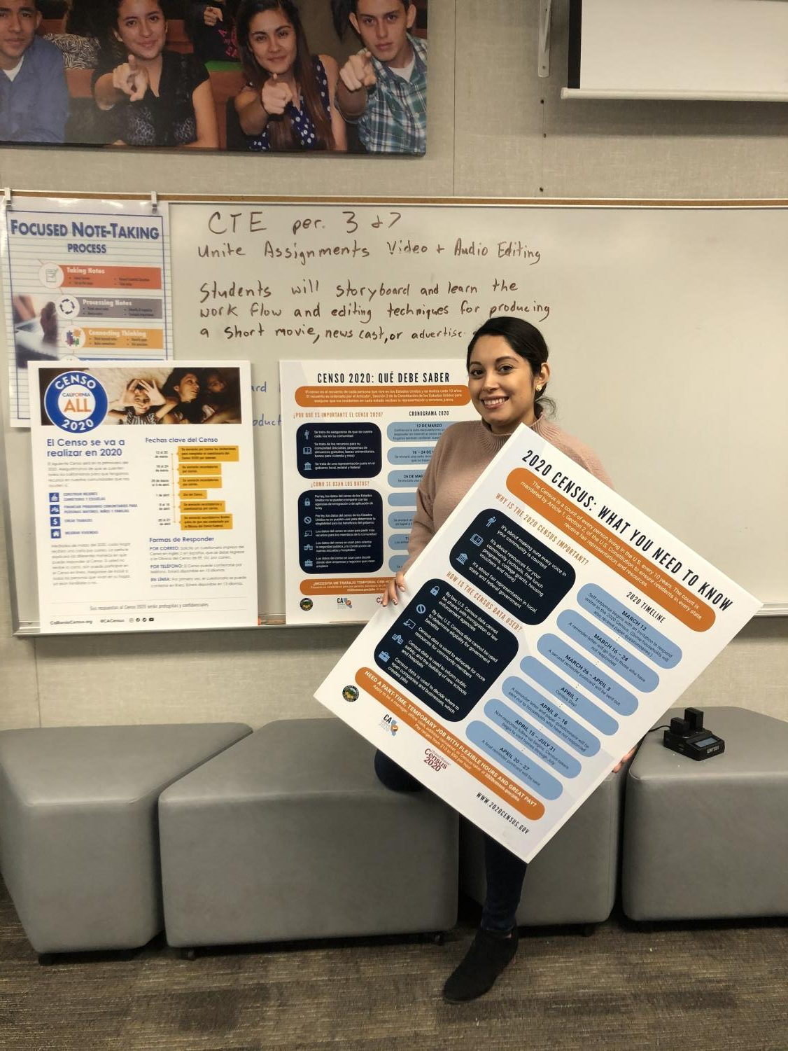 Mrs. Quiñonez gets ready to present information about the U.S. 2020 Census to Middle College High school parents.