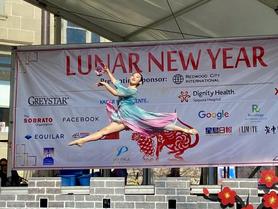 A+performer+performs+a+traditional+Chinese++dance+at+the+annual+Redwood+City+Chinese+New+Year+event.+