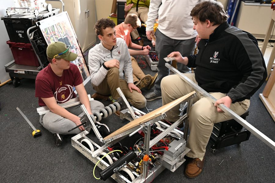 Video – DuRT Robotics team prepares for competition