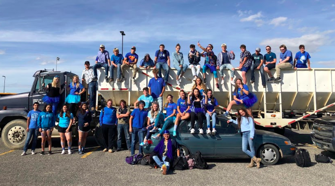 A+portion+of+the+Powell+High+School+2020+senior+class+poses+together+on+Color+Day+during+Homecoming+week+in+September+2019.
