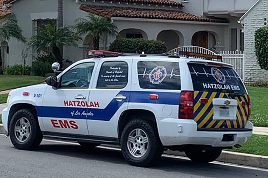 SPREAD%3A+A+van+belonging+to+Hatzolah%2C+whose+volunteers+provide+emergency+response+in+Beverlywood%2C+Hancock+Park+and+other+Jewish+neighborhoods%2C++was+parked+on+Alta+Vista+Boulevard+yesterday.++The+group+said+local+Covid-19+patients+had+interacted+widely+before+being+diagnosed.