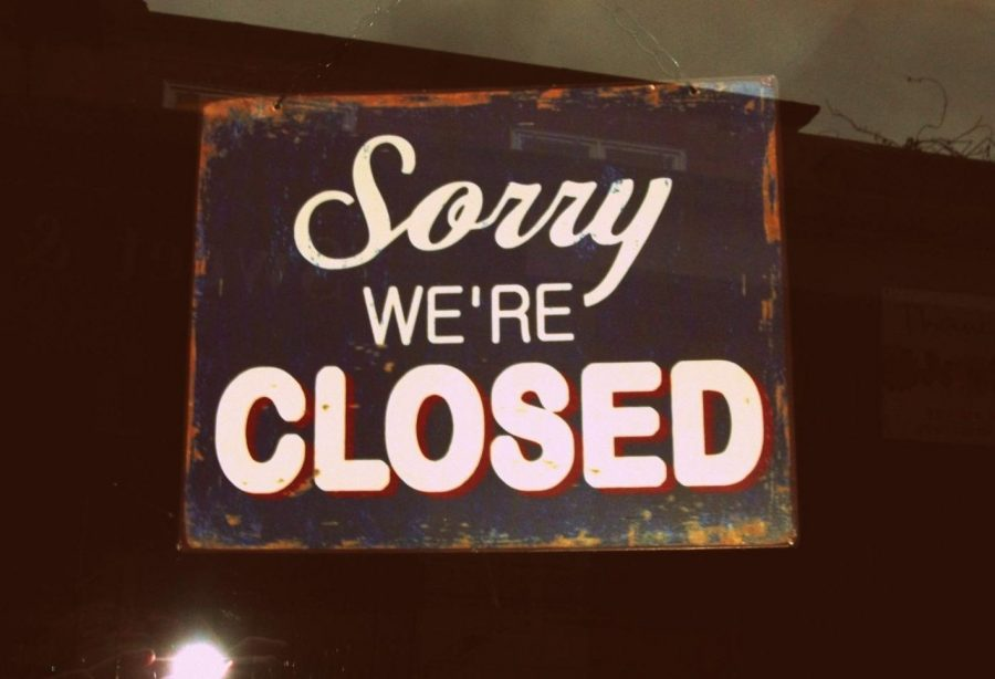 Multiple+stores+across+the+nation+are+closing+down+due+to+the+COVID-19+pandemic.