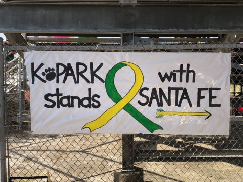 Sign made by Kingwood Park High School in support of Santa Fe during the baseball game