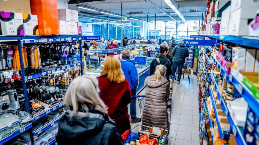 People+are+willing+to+wait+in+unreasonably+long+lines+for+an+abundance+of+food%2C+even+across+the+globe+in+Norway.+%22I%E2%80%99ve+seen+a+lot+of+people+hoarding+food%2C+I+think+it%E2%80%99s+unnecessary%2C%22+Sigvartsen+said.+
