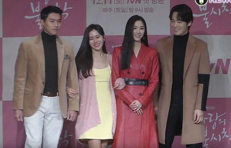 The+cast+of+%22Crash+Landing+on+You%22+attends+a+promotional+event+%28from+left+to+right%3A+Hyun+Bin+%28Ri+Jeong+Hyeok%29%2C+Son+Ye-Jin+%28Yoon+Se-Ri%29%2C+Seo+Ji-Hye+%28Seo+Dan%29%2C+and+Kim+Jung-Hyun+%28Gu+Seung-Joon%29%29.
