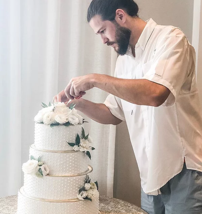 Buatti+shows+his+expertise+in+dessert+decorating%2C+a+skill+necessary+to+become+the+Holiday+Baking+Champion.+Buatti+currently+works+on+his+craft+at+his+business%2C+Bearded+Baking+Co.%2C+in+Manchester.