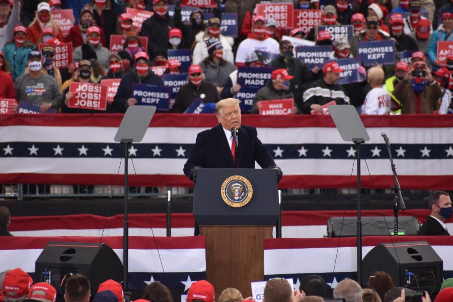 Trump supporters praise president, downplay virus at rally days before election