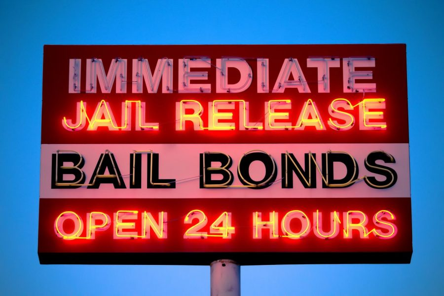 Bail+bond+companies+offer+to+pay+90%25+of+an+individual%27s+bail+to+allow+immediate+release.+Ironically%2C+this+incentivizes+judges+to+post+bail+at+ten+times+what+a+defendant+can+afford.