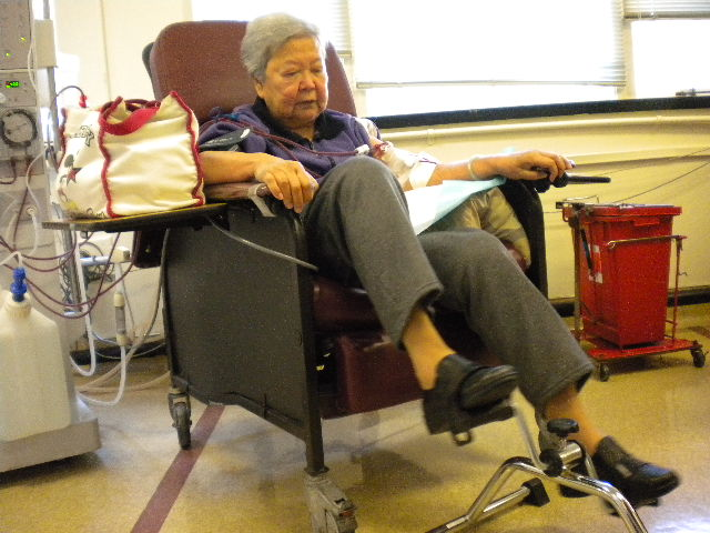 Mrs.+Loung+receives+dialysis+at+the+San+Francisco+Renal+Center+before+COVID-19+restrictions.
