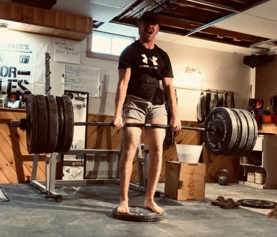 Senior's Powerlifting Prowess Puts Him in a Class Above the Rest