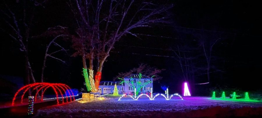 Londonderry resident hosts animated light display
