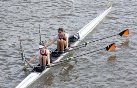 Anna Duffy ('21) rows with ASL crew teammate Claire Graham ('21) in October 2019. Duffy committed to Cornell University for rowing.