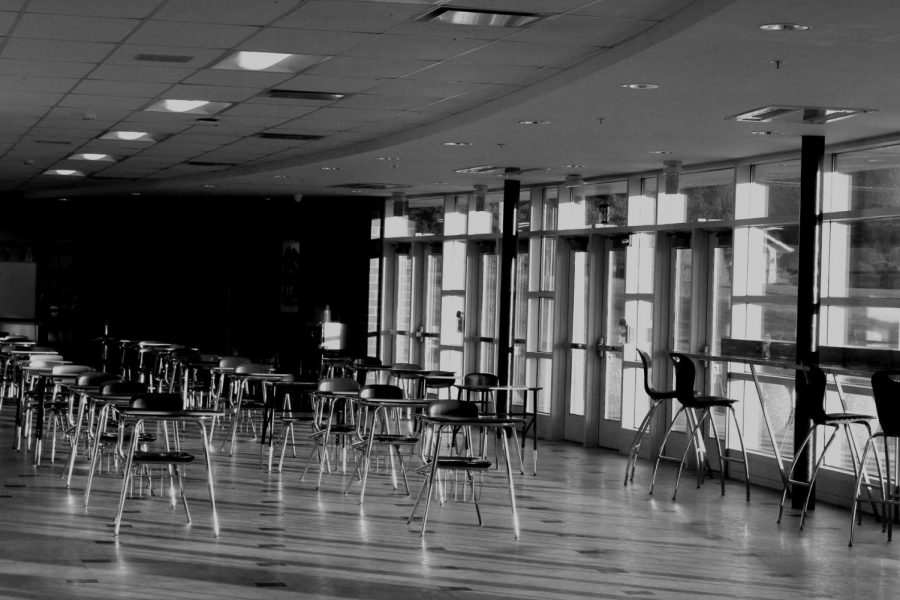 Empty%2C+socially+distant+desks+wait+in+the+West+Campus+south+foyer+for+students+to+sit+and+eat+their+lunches+%E2%80%94+one+of+many+ways+the+past+year+felt+different+to+students.
