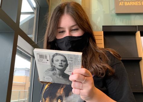 "On a trip to the mall, freshman Natalie Lashly views the track list to Taylor Swift's sixth studio album ""Reputation."" In its first week, the album sold over 1 million physical copies, the only one to do so in 2017. ""When the re-recordings are out and I walk into a store and see the CDs or Vinyls of them, it'll be rewarding to know people are buying music that's permanently hers,"" Lashly said."