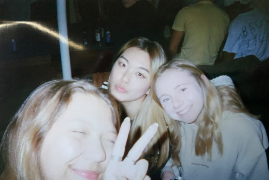 Teens opt for disposable cameras instead of digital cameras to achieve a
