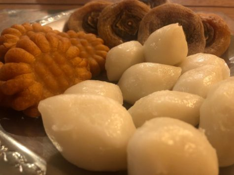 Chuseok, also known as Korean Thanksgiving, is a three-day long holiday and major harvest festival in Korea. Pictured above are traditional Korean foods eaten throughout the holiday, songpyeon (송편), dried persimmon, and yakgwa (약과).