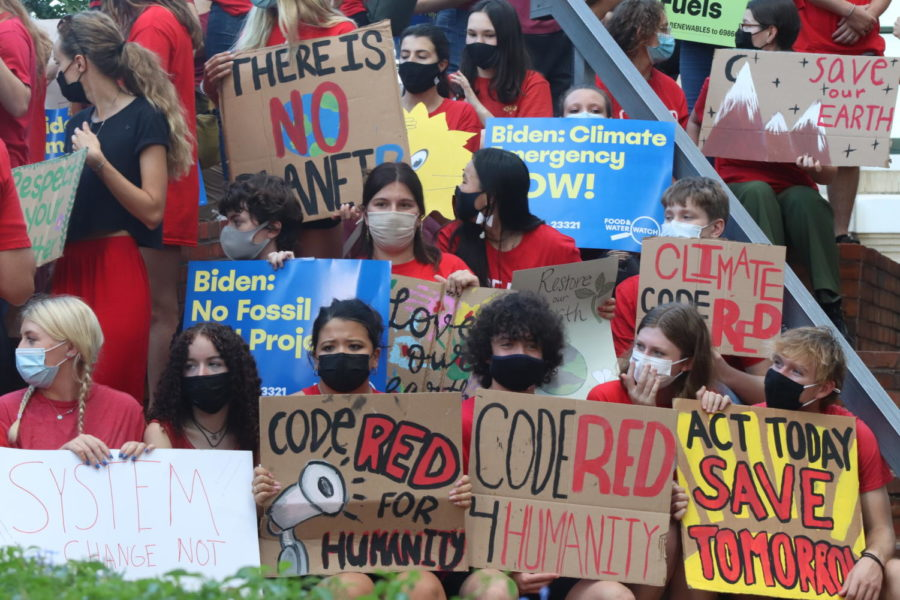"""On Friday, Sept. 24, students rallied in front of Tampa City Hall for Climate Day of Action. Around 150 people came to call on Tampa to declare a """"Code Red"""" Climate Emergency. (Lina Chen)"""